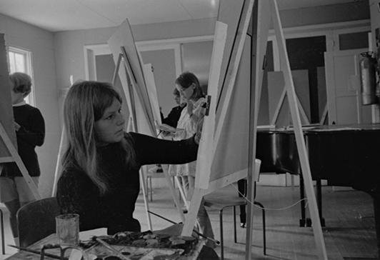 histoire_archive-inter-cao-stagiaire-cours-artsvis-peinture-tableau-femme-nb_carch-vol-15-9-4-2